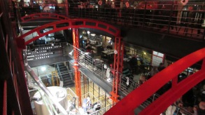 Rynok Square'de yeni açılmış bir bira fabrikası. İthal Alman ve Belçika biraları bulabileceğiniz canlı müziği olan hoş bir mekan.